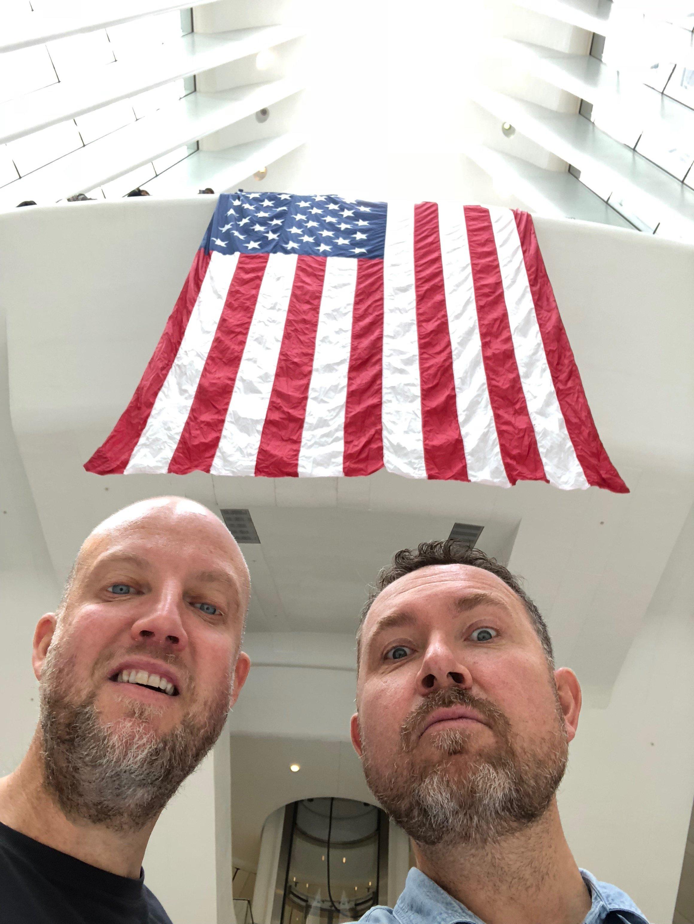 Graham og Morten under det amerikanske flagget