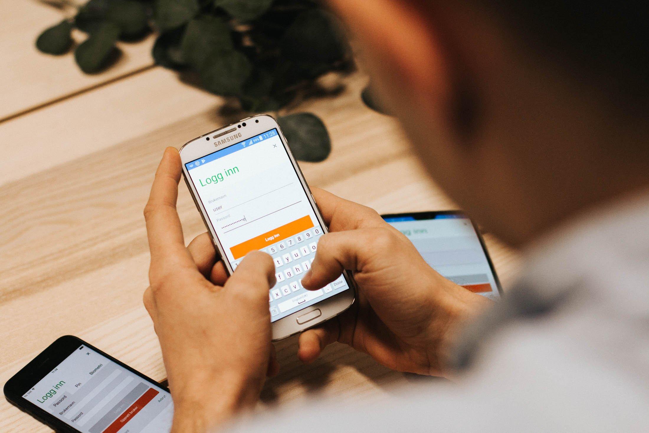 Kristoffer tester apper i iOS og Android