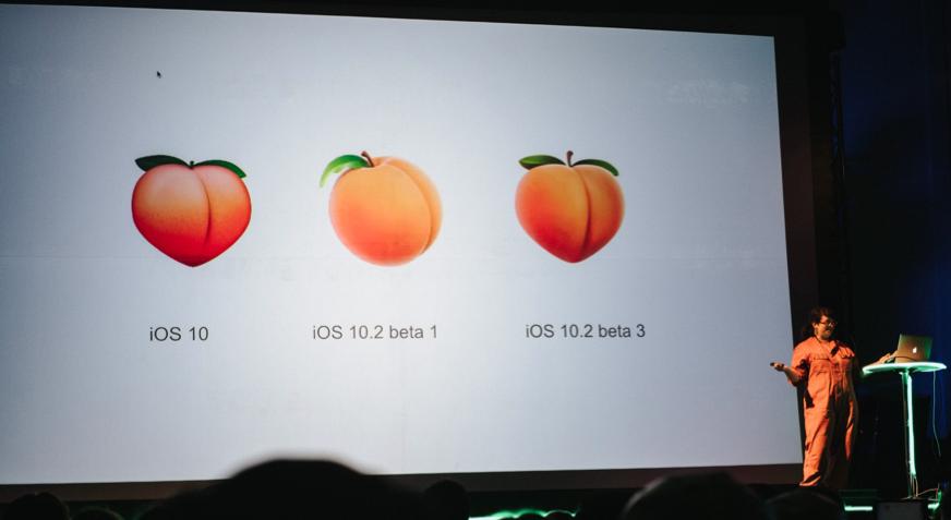 Fersken-emojien i ulike varianter: iOS 10, iOS 10.2 beta 1 og iOS 10.2 beta 3